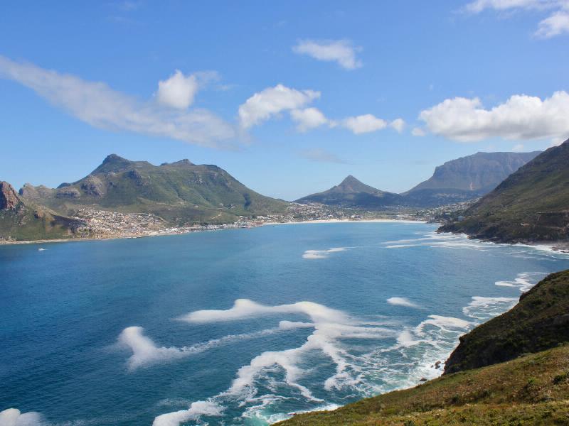 Die malerische Houtbay, südlich von Kapstadt bildet den Ausgangspunkt für den Chapman-s Peak Drive, eine der spektakulärsten Küstenstraßen der Welt.