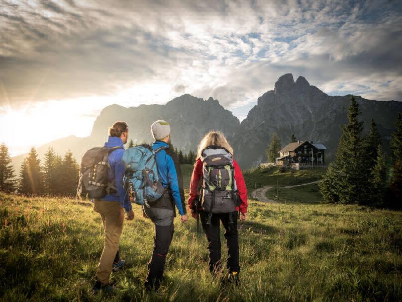 Es sind diese Stimmungen hoch am Berg, die diesen Trail so einzigartig machen: Sonnenuntergang am Gesäuse Hüttenrundwanderweg!