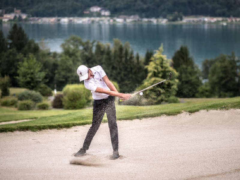 Escape the huste and bustle: Golf in the middle of a fantastic mountain-lake landscape! For example, the Dellach golf course on Lake Wörthersee. ©Wörthersee Tourismus GmbH