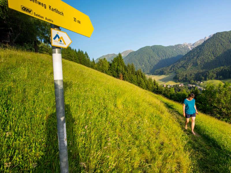 The start of a unique Pilgrimage on the Hoch und Heilig Mountain Pilgrims' Trail: Prayer in the Pilgrimage Church St. Ulrich zu Maria Lavant ©Bildungshaus Osttirol/TVB Osttirol