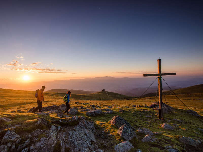A new morning: Hike to the top of Mittagskogel in the first hours of the day and you will experience the first major highlight. Many more will follow on the 20 stages of the Panoramaweg Südalpen. ©Region Villach Tourismus GmbH/Martin Hofmann